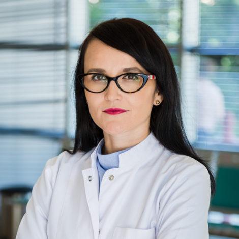 Dr. Monika Novaku
