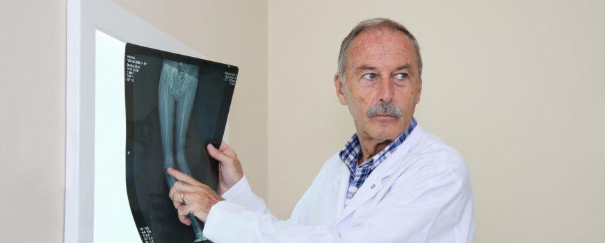 Kirurgët austriakë dhe italianë sjellin teknikat e reja në Spitalin Amerikan, më pak dhimbje dhe rekuperim të plotë